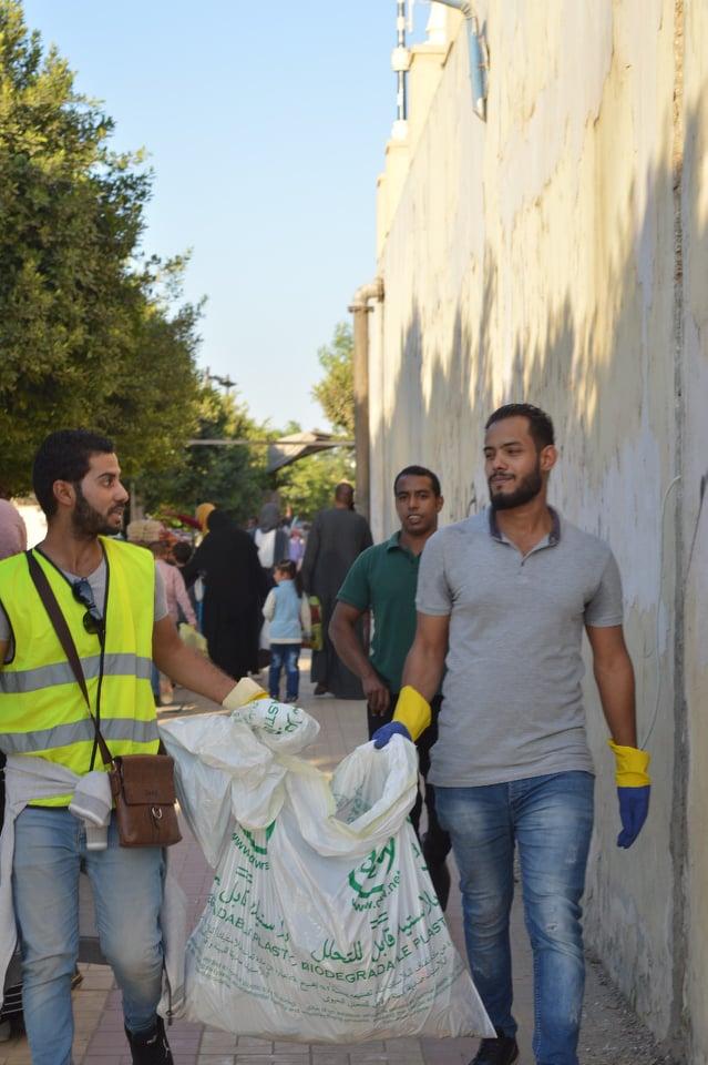 تنظيف نهر النيل من شباب الأقصر (3)