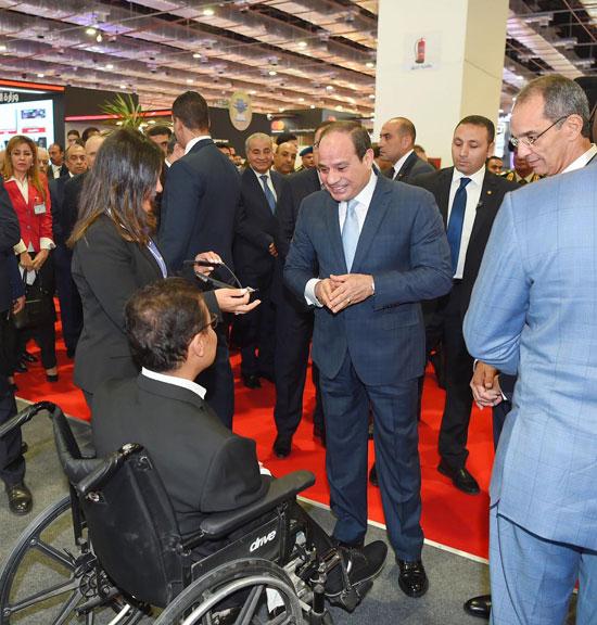 الرئيس السيسى يتفقد معرض القاهرة الدولى للاتصالات وتكنولوجيا المعلومات (4)