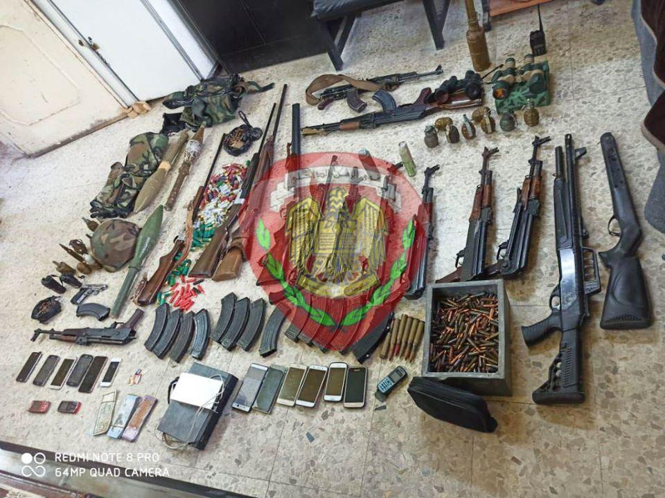 الأسلحة المضبوطة مع المجرمين