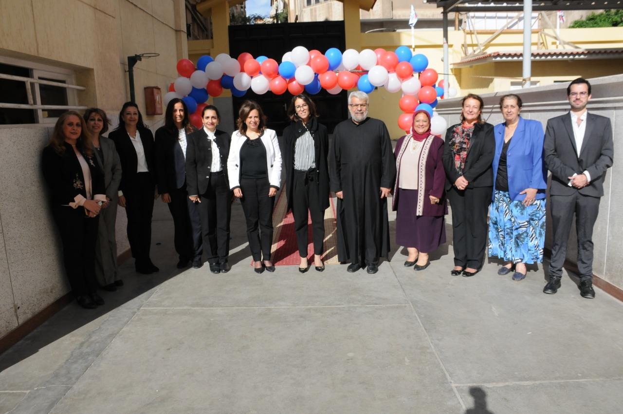 قنصل فرنسا بالإسكندرية تزور مدرسة فرنسية بمناسبة مرور 130عاما على إنشائها (1)