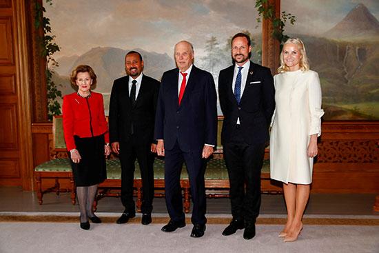 أبى أحمد وملكة النرويج وزوجها وأبنائها
