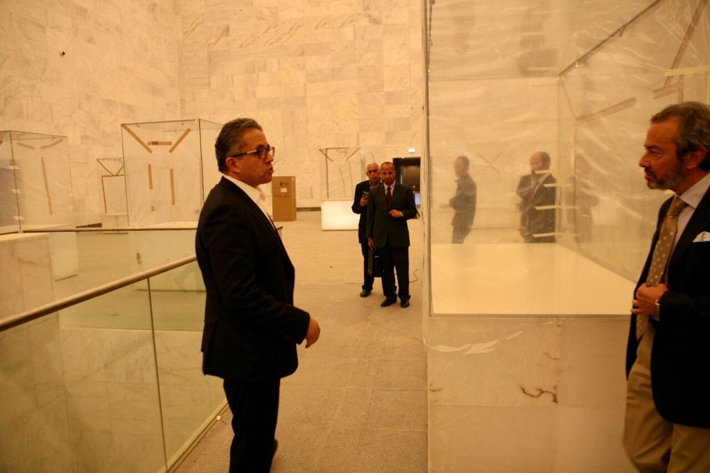 وزير الآثار يتابع أعمال التطوير فى متحف الحضارة (1)