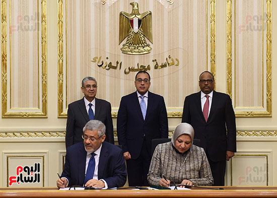 نوقيع اتفاقيات بمجلس الوزراء (2)