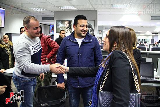 والدة مريم عامر منيب والشاعر تامر حسين وعمرو صحصاح رئيس قسم الفن باليوم السابع