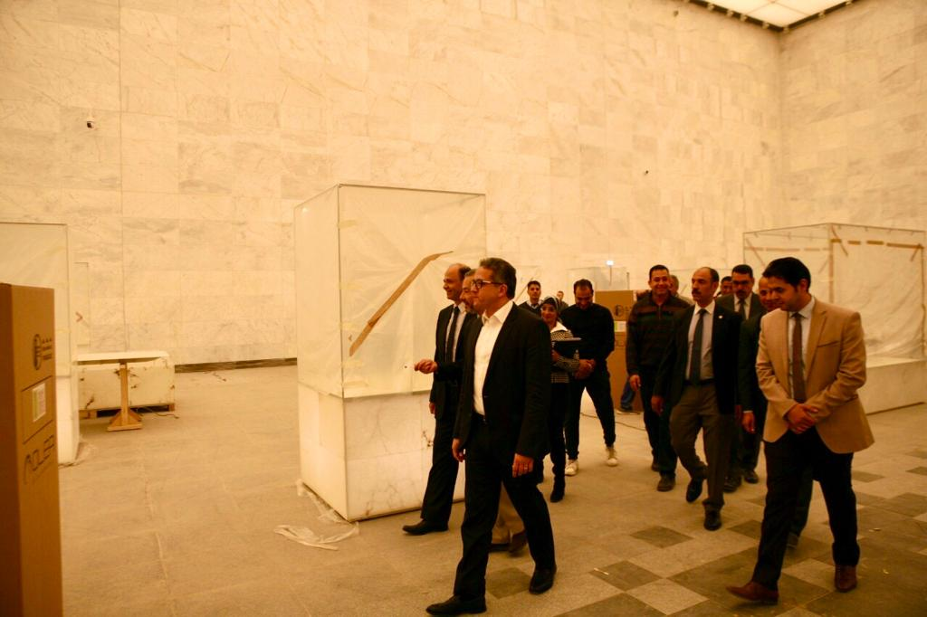 وزير الآثار يتابع أعمال التطوير فى متحف الحضارة (4)