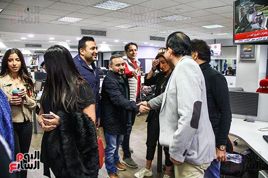 الشاعر تامر حسين والموزع أحمد عادل والمخرج خالد الشوربجى فى صالة تحرير اليوم السابع
