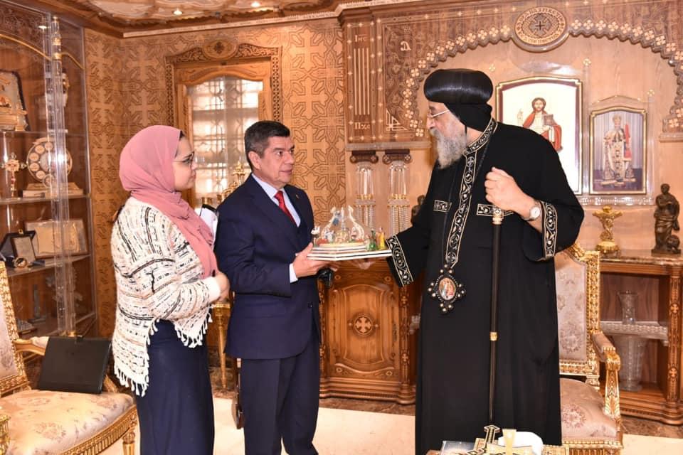 لقاء البابا تواضروس والسفير الفنزويلى (3)