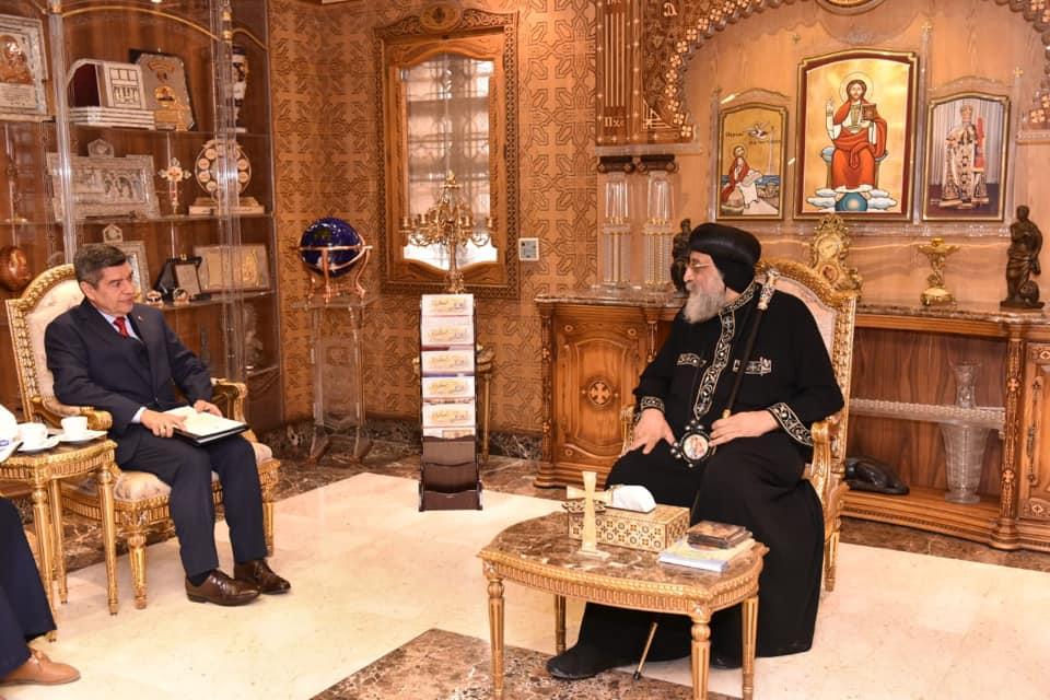 لقاء البابا تواضروس والسفير الفنزويلى (2)