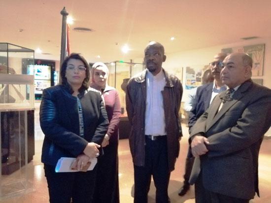 سفير موزمبيق يزور بمتحف النيل بأسوان (12)