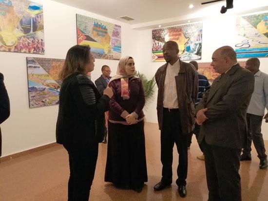 سفير موزمبيق يزور بمتحف النيل بأسوان (1)