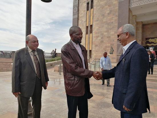 سفير موزمبيق يزور بمتحف النيل بأسوان (3)