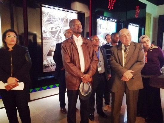 سفير موزمبيق يزور بمتحف النيل بأسوان (4)