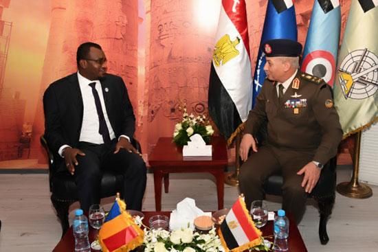 وزير-الدفاع-يقابل-وزير-الأمن-التشادى