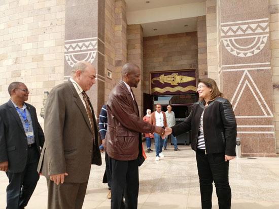 سفير موزمبيق يزور بمتحف النيل بأسوان (9)