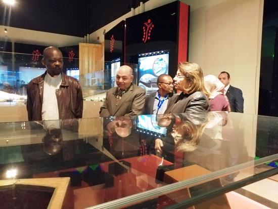 سفير موزمبيق يزور بمتحف النيل بأسوان (7)