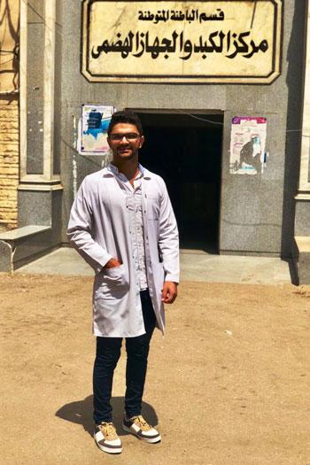 طالب بطب الزقازيق تبرع وزملاؤه لشراء 5 أجهزة غسيل كلوى للمرضى (4)