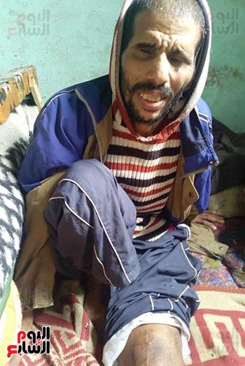 مواطن يطالب محافظ الشرقية بعلاجه وزوجته وترميم منزله المتصدع (1)