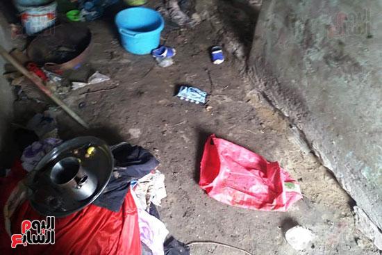 مواطن يطالب محافظ الشرقية بعلاجه وزوجته وترميم منزله المتصدع (8)