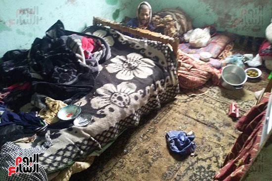 مواطن يطالب محافظ الشرقية بعلاجه وزوجته وترميم منزله المتصدع (7)