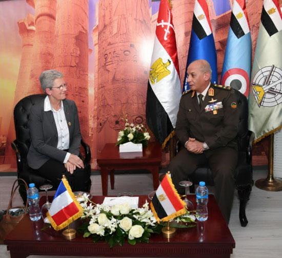 وزير-الدفاع-يقابل-نائب-وزير-الدفاع-الفرنسى