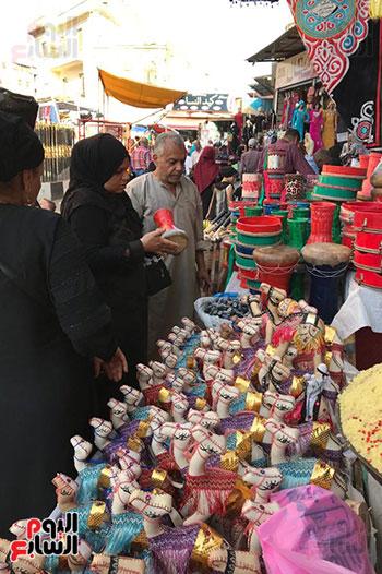 قصة كفاح سيدة فى بيع البخور والطبل بمدينة طنطا (1)