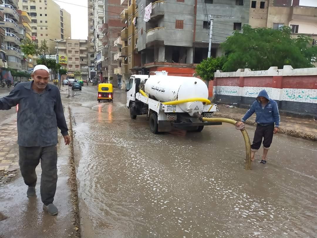 طوارئ بالبحيرة لمواجهة أثار الامطار الغزيرة وسوء حالة الطقس (1)