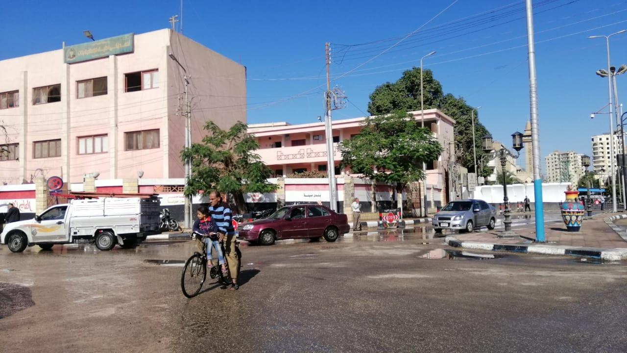 مياه الأمطار تغرق شوارع الفيوم (1)
