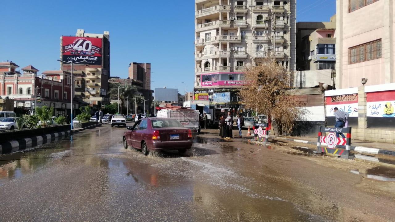مياه الأمطار تغرق شوارع الفيوم (3)