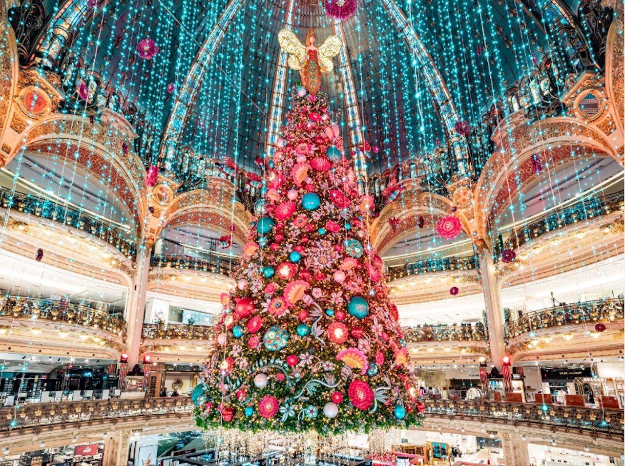 غاليري لافاييت شجرة عيد الميلاد