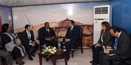 مصطفى مدبولى يلتقى رئيسى وزراء الجابون وغينيا الإستوائية (4)