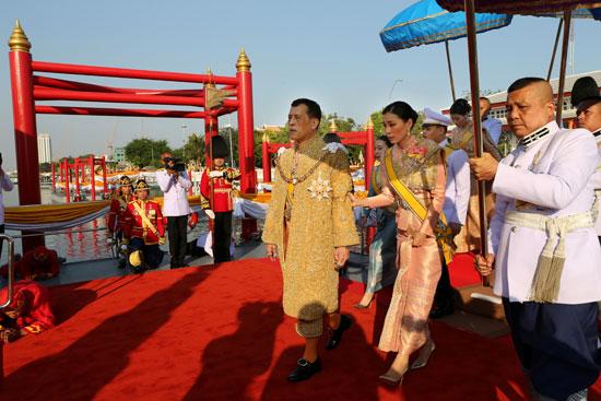 ملك تايلاند وقرينته