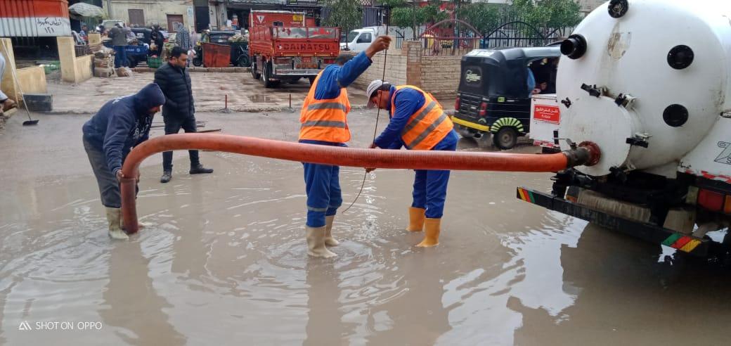 دفع سيارات شفط إضافية بكفر الشيخ والإسكندرية لسرعة إزالة مياه الأمطار (1)