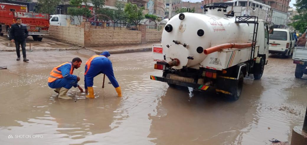 دفع سيارات شفط إضافية بكفر الشيخ والإسكندرية لسرعة إزالة مياه الأمطار (3)