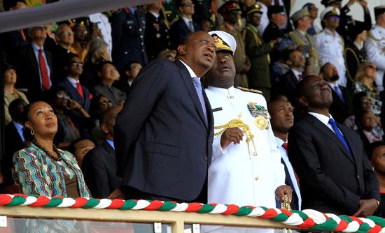 الرئيس كينياتا يشاهد العروض الجوية