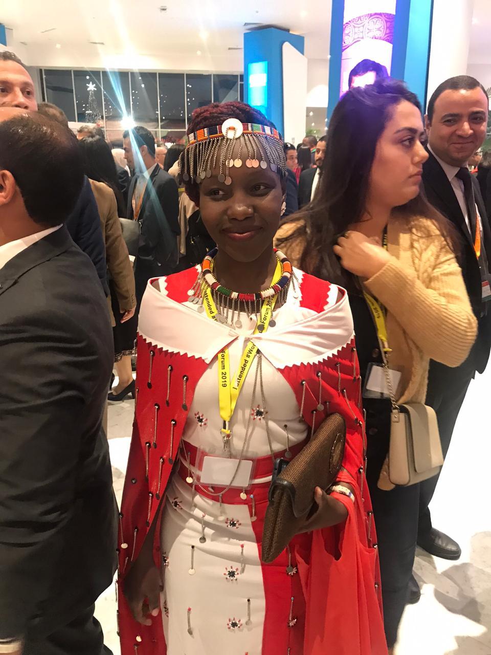 فتاة بزى بلادها فى حفل افتتاح منتدى شباب العالم