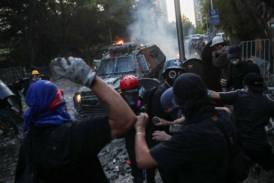اعمال عنف بين الشرطة والمتظاهرين