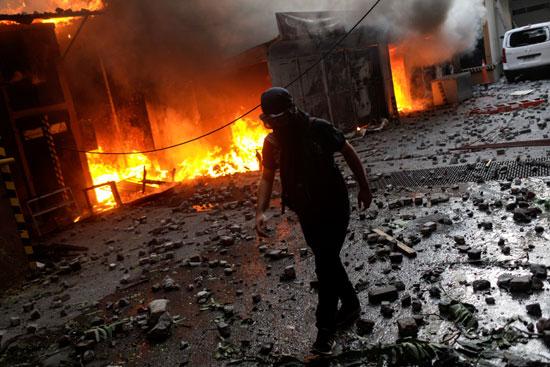 اشعال النيران فى شوارع تشيلى