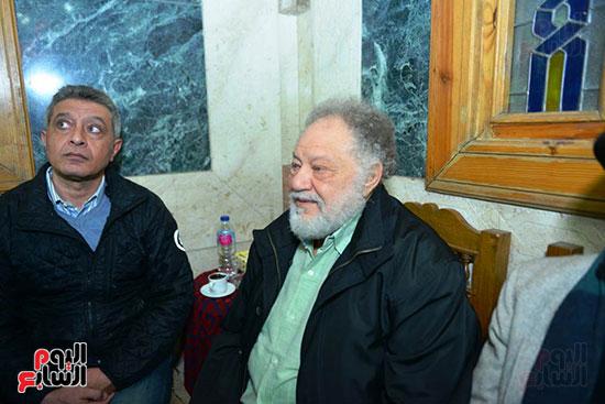 يحيى الفخرانى فى عزاء المخرج محسن حلمى
