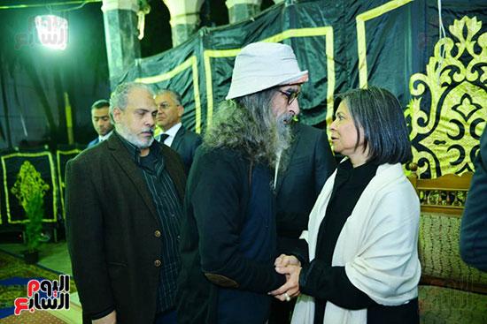 سلوى محمد على تتلقى عزاء زوجها الراحل