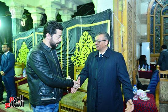 شريف سلامة فى عزاء المخرج محسن حلمى