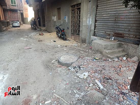 طرنشات الصرف الصحى تعيق الشوارع