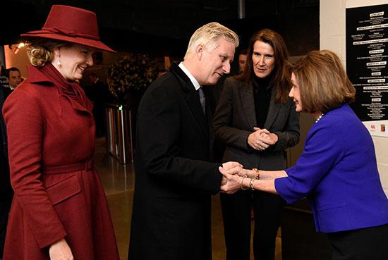 تستقبل ملكة بلجيكا ماتيلد وملك فيليب ورئيس الوزراء صوفي ويلمز رئيسة مجلس النواب الأمريكي نانسي بيلوسي