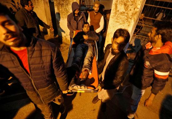 أحد المصابين جراء المظاهرات بالهند