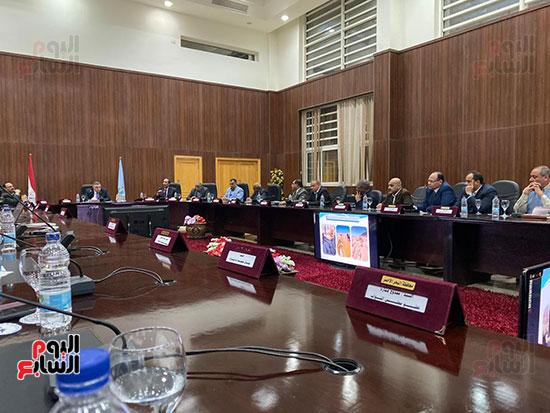 اجتماع محافظ البحر الأحمر (2)