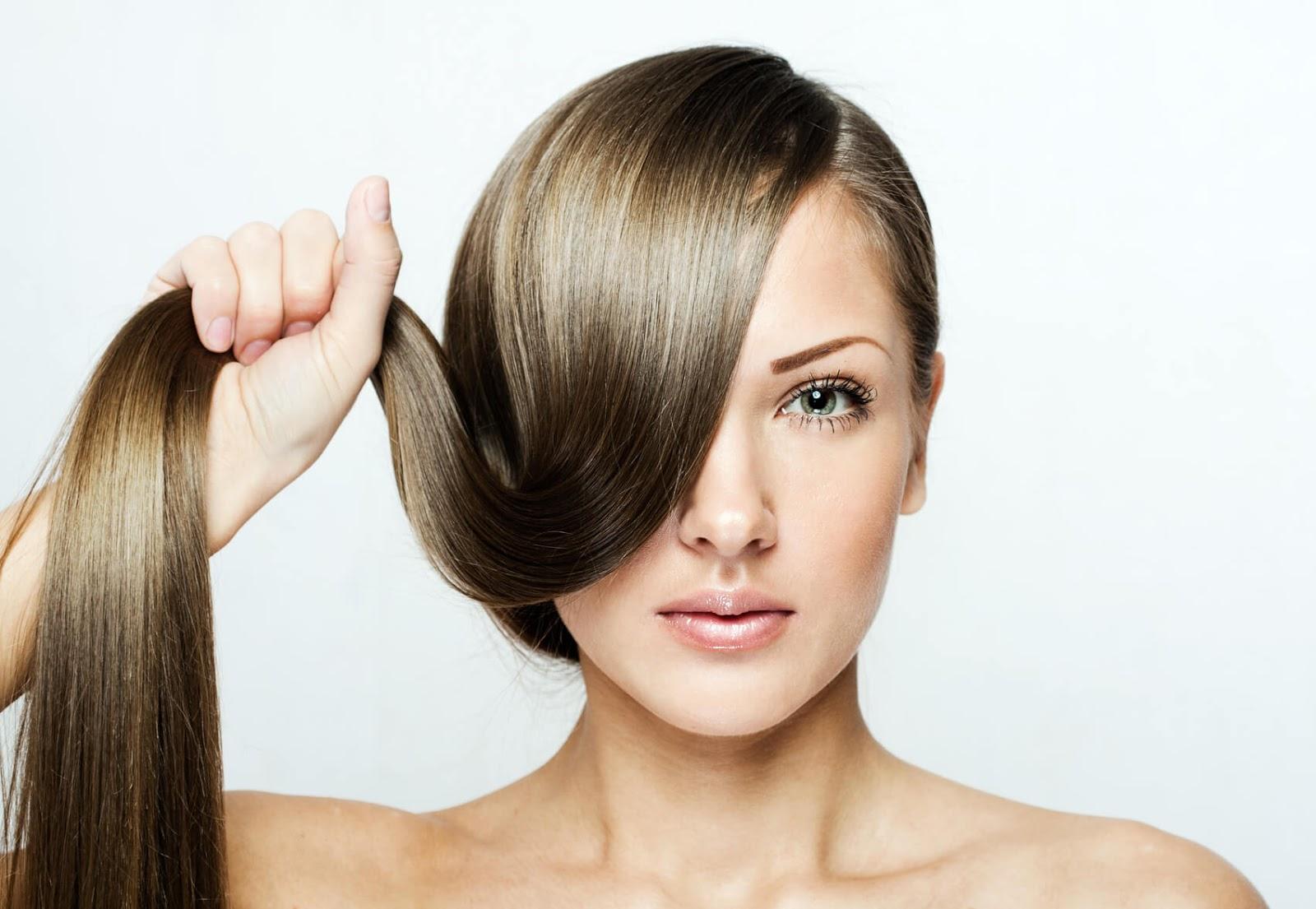 """4 وصفات طبيعية لتقوية الشعر وزيادة لمعانه.. """"رائحتها غير مزعجة ..."""