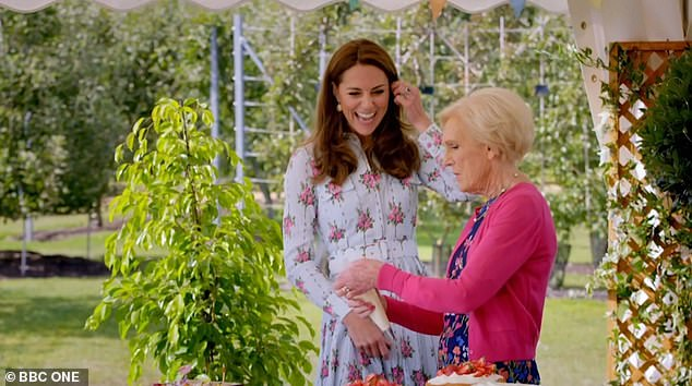 22323236-7800601-William_and_Kate_s_playful_roulade_battle_their_light_hearted_ba-a-107_1576574949288