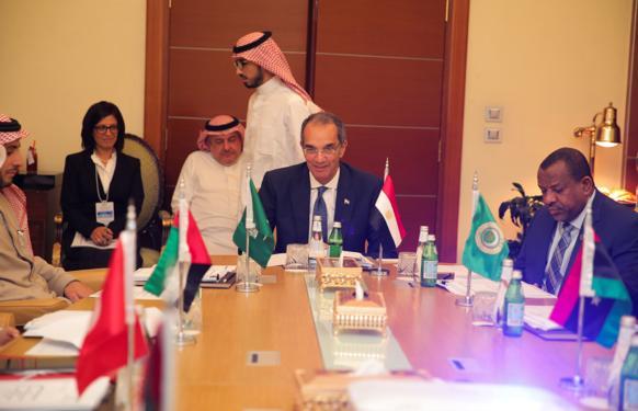 وزير الاتصالات باجتماعات وزراء الاتصالات العرب