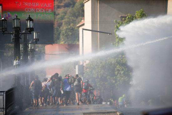 تفريق المتظاهرين