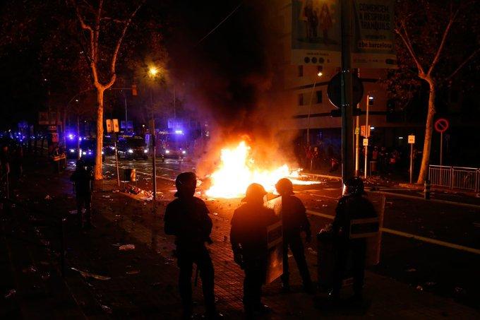 إشتباكات تسونامى والشرطة الإسبانية
