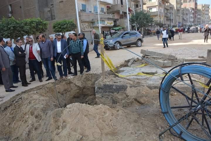 محافظ الغربية يتابع أعمال الرصف